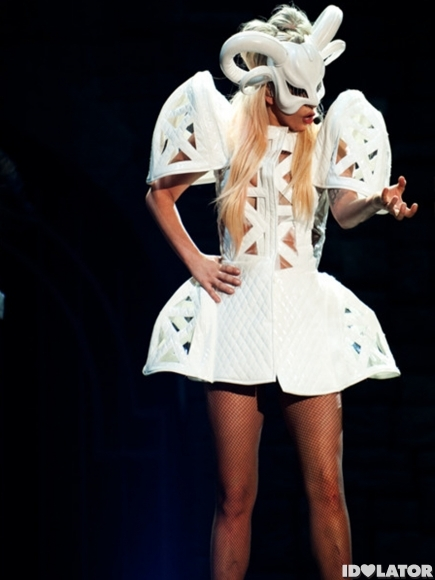 lady-gaga-born-this-way-ball-2-435x580