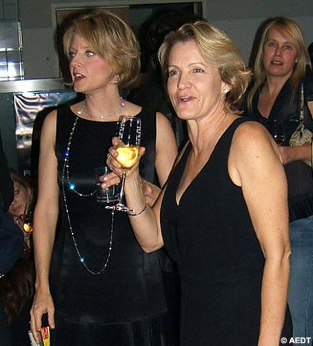 jodie_foster_and_cydney_bernard_photo