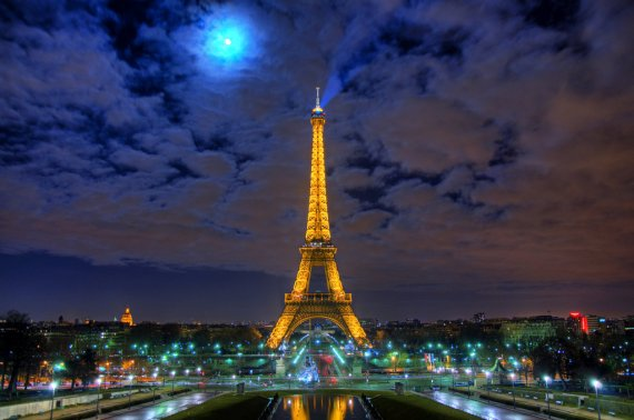 eiffel-tower-at-night-with-moon