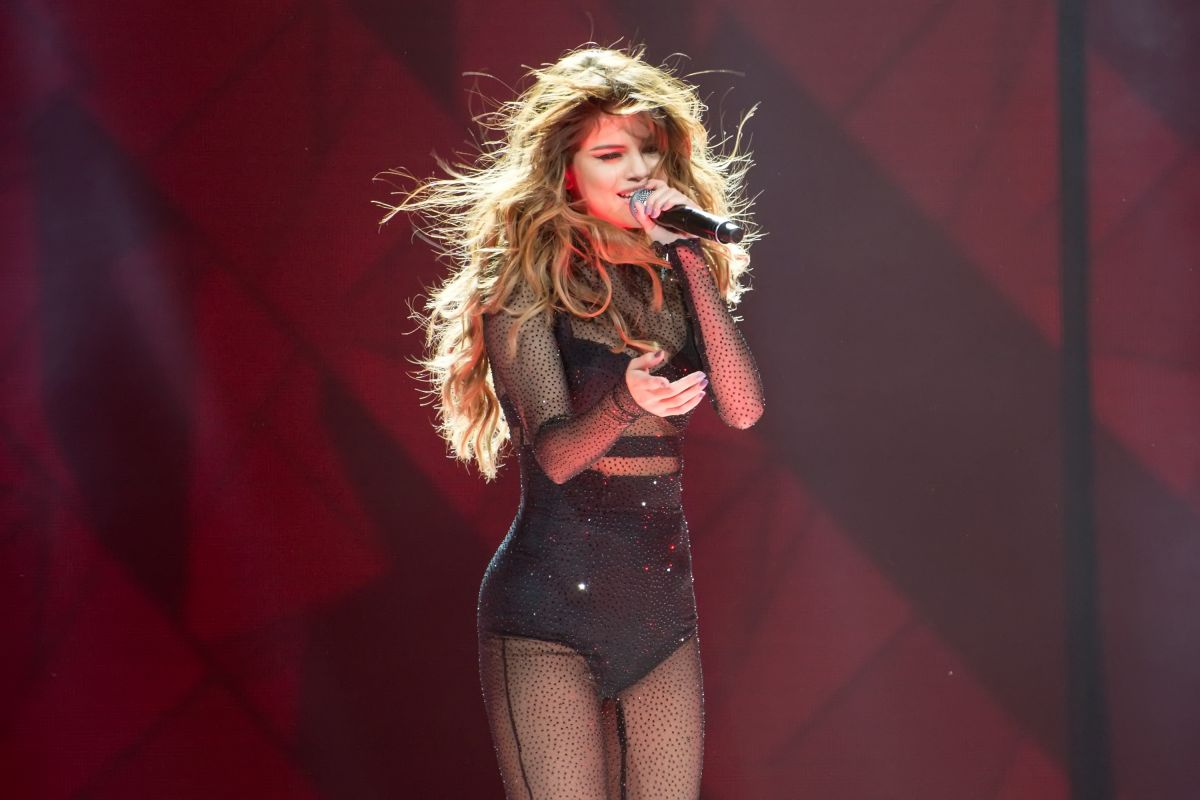 selena-gomez-performs-at-revival-tour-in-chicago-06-25-2016_20