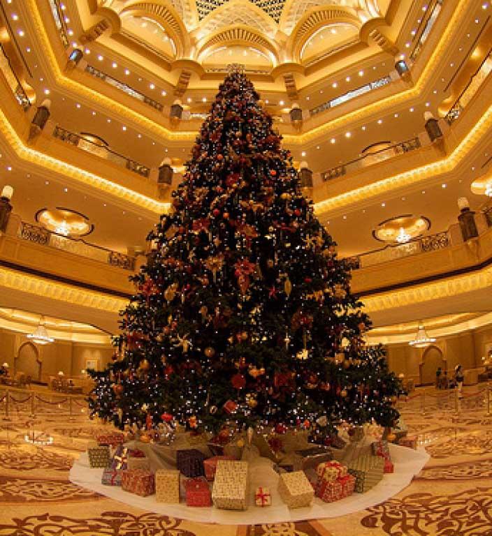 The-Emirates-Palace-Hotel-Decorated-Christmas-tree