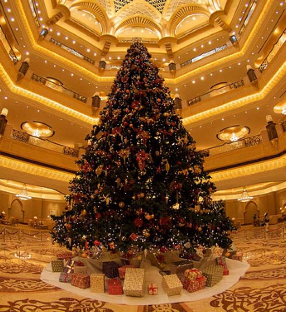 The-Emirates-Palace-Hotel-Decorated-Christmas-tree